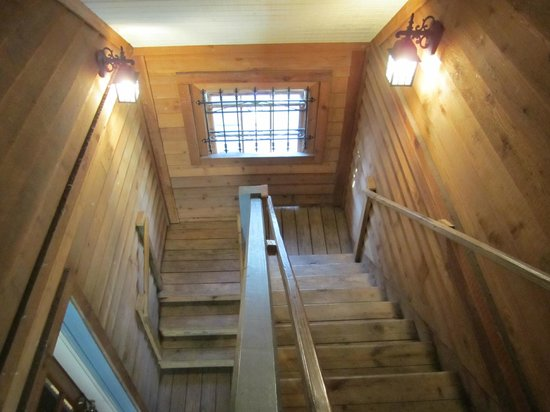 St. George Inn: Staircase to room