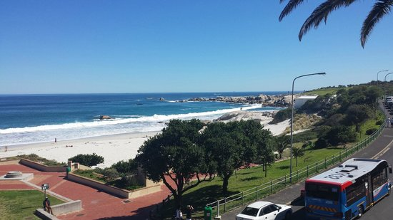 Primi Seacastle Guest House: View of Camp's Bay
