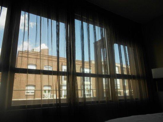 AC Hotel Avenida de America: ventana habitación