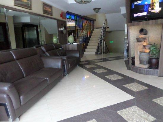 Summerdale Inn: Lounge