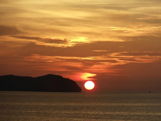 Sutera Harbour Resort (The Pacific Sutera & The Magellan Sutera) : Sunset over the South China Sea