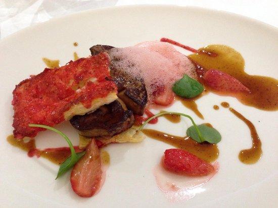 Hôtel Mercure Villefranche en Beaujolais Ici & La: Escalope de foie gras poêlée et fraises