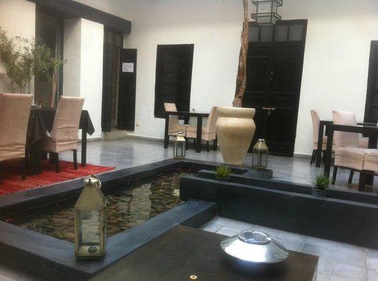 Riad Villa Wenge: Communal relax area
