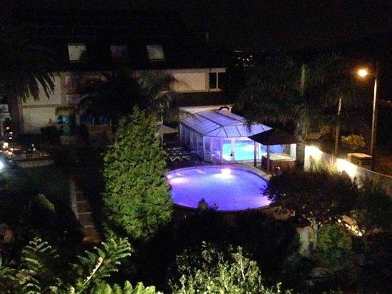 Hotel Bosque-mar: piscinas de noche