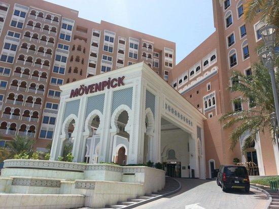 Movenpick Ibn Battuta Gate Hotel Dubai: Hotel Entrance