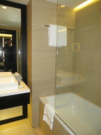 The Hotel - Brussels : salle de bain