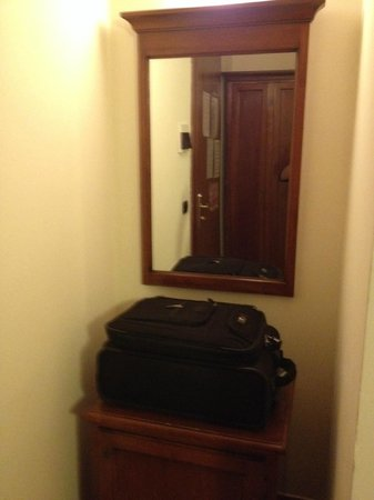 Hotel Balcony : Luggage space and mirror