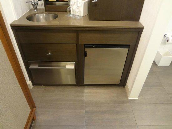 Hotel 48LEX New York : Sink, Dishwasher, Refrigerator