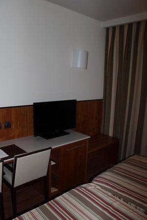 Hotel Catalonia Brussels : Tv de la habitación