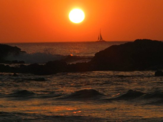 Sunrise Condos of Tamarindo : Sunset at the beach by the condo