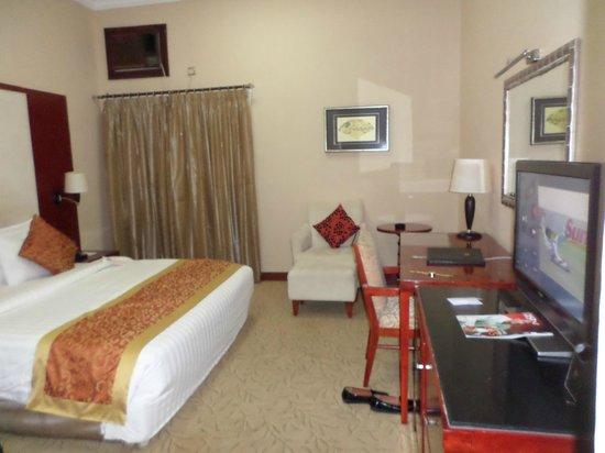 Chelsea Hotel: Room