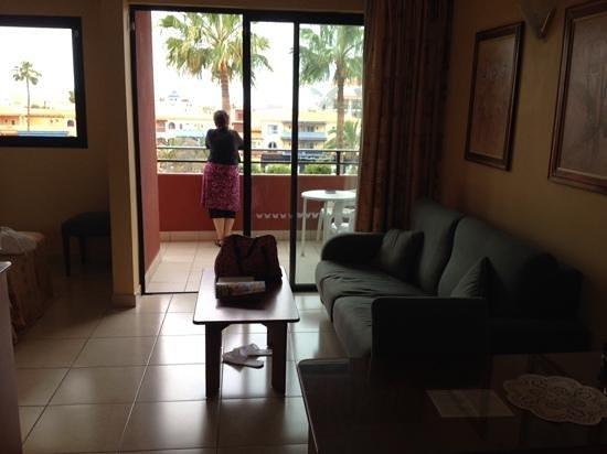 La Siesta Hotel: view onto balcony overlooking pool