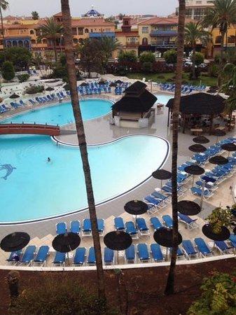 La Siesta Hotel: view of pool from room 304
