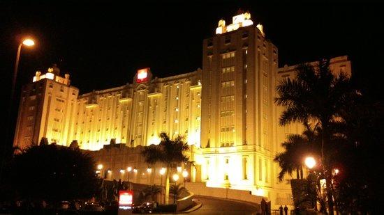 Hotel Riu Vallarta : Hotel de noche, increible....