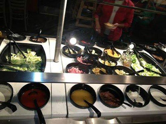 Pizza Inn: Salad bar
