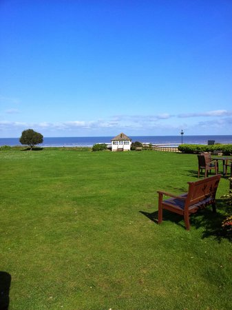 Best Western Old Hunstanton Le Strange Arms Hotel: looking from the hotel to the beach