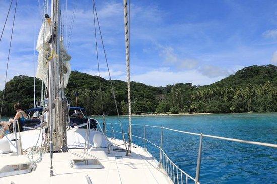 Tahiti Sailing Charter - Day Tours : white sand beach