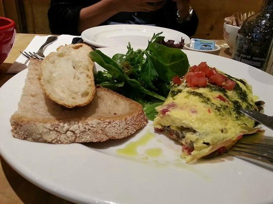 Le Pain Quotidien : Mushroom and Goat Cheese Omelet
