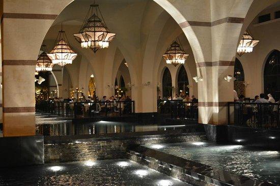 Jumeirah Zabeel Saray: Restaurant from outside