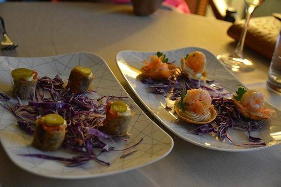 Jumeirah Zabeel Saray: Canapés in the Club Lounge