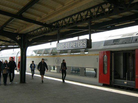 Station Brugge: Ghent is tired but being remodelled