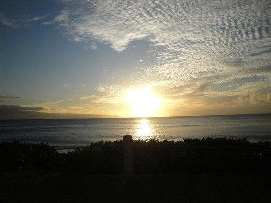 Ka'anapali Beach: Something to be said for an unobstructed view at sunset.