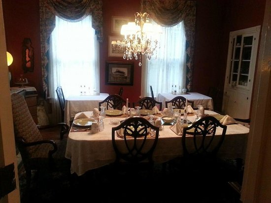 Alexander Homestead: Our Dinning area