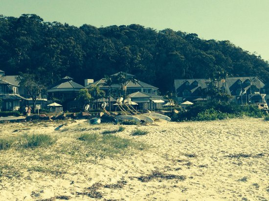 Anchorage Port Stephens: The hotel from the beach