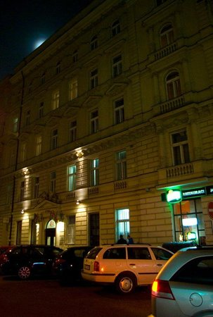 Hotel Atos: Looking towards the entrance