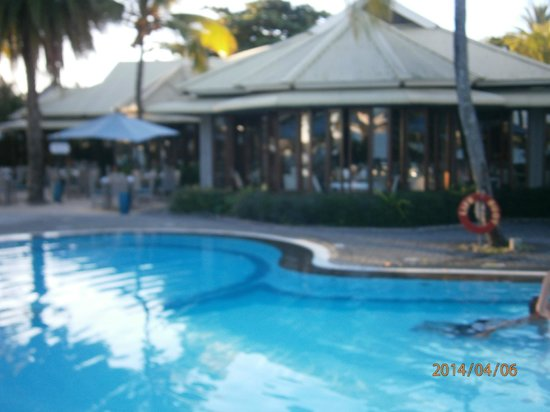 Veranda Grand Baie Hotel & Spa: Part of 1 pool into restaurant, 6.30pm