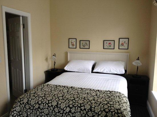 Cloisters Bed & Breakfast: Bedroom