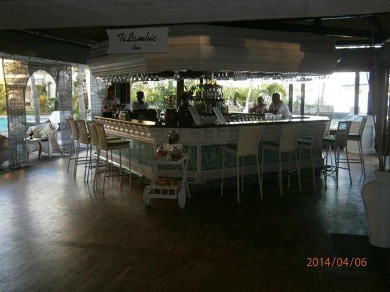 Veranda Grand Baie Hotel & Spa: Internal view of Bar, 6.30pm