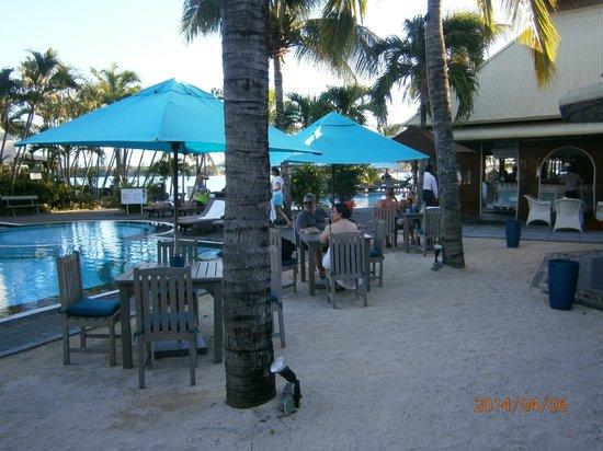 Veranda Grand Baie Hotel & Spa: Part ofOutsde Bar seating area, very popular