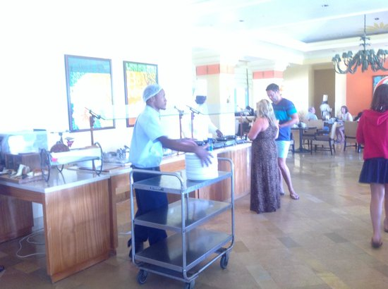 Hilton Barbados Resort: Fresh omelettes / eggs cooked to order