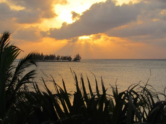 Turquoise Bay Dive & Beach Resort: One of many beautiful sunsets