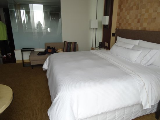 The Westin Lima Hotel & Convention Center: King bed
