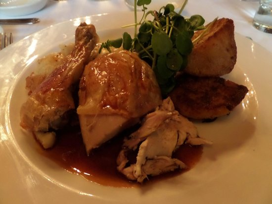 Woodlands Park Hotel: Free Range Chicken with Sage and Orange, roast potatoes, Cauliflower Cheese and red wine reducti