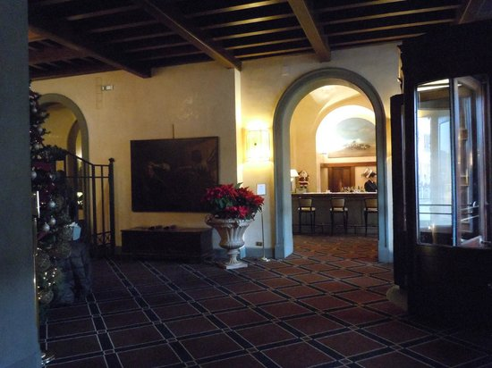 Grand Hotel Baglioni Firenze: ホテル入口の脇にバー