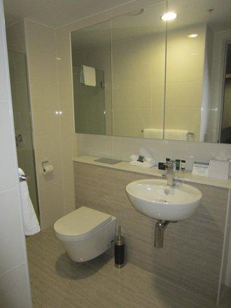 Meriton Serviced Apartments Brisbane on Herschel Street : Bathroom