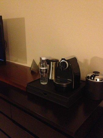 Fairmont The Palm, Dubai: There is a Nespresso machine!