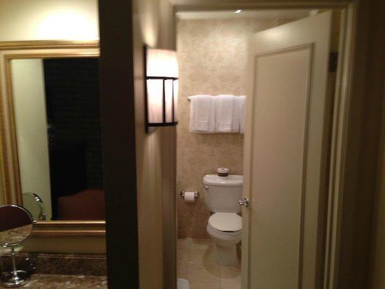 Omni La Mansion del Rio: Bathroom