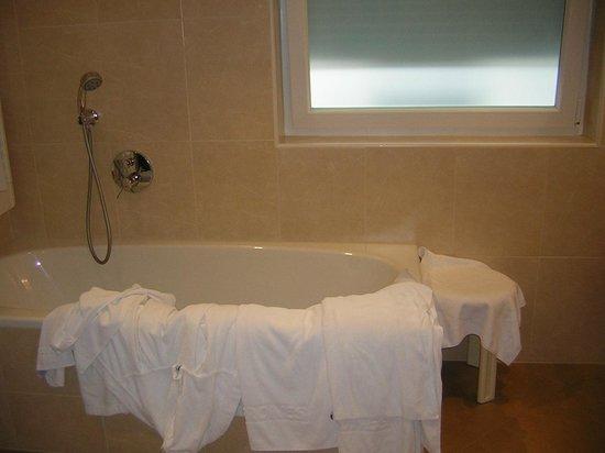 Hotel Grones : Vasca grande