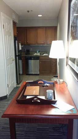 Homewood Suites by Hilton Savannah: Great kitchen area