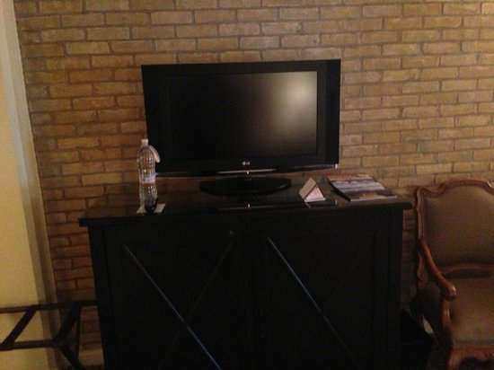 Omni La Mansion del Rio: TV on top of minibar
