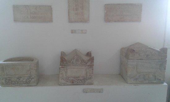 Musee archeologique - Hotel de ville (City Hall) : Musée