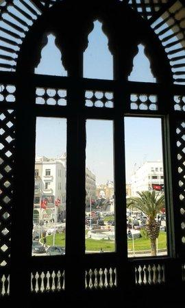 Musee archeologique - Hotel de ville (City Hall) : Vue sur Bab El Bahr/La Médina depuis l'Hôtel de Ville