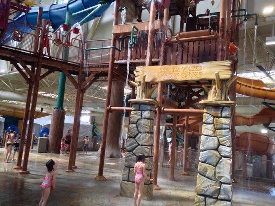 Great Wolf Lodge Waterpark : Waiting for the water to get us!