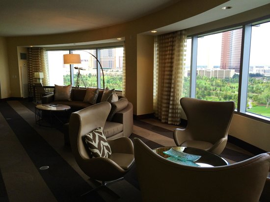 Renaissance Las Vegas Hotel: Presidential Suite - Living Room