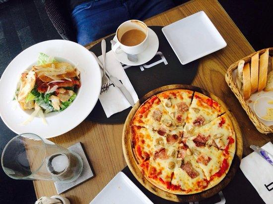 BYD Lofts Restaurant Bistro & Bar : Пицца там просто шикарная и кофе на 5!!