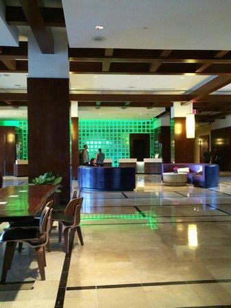 Renaissance Las Vegas Hotel: Lobby and Front Desk